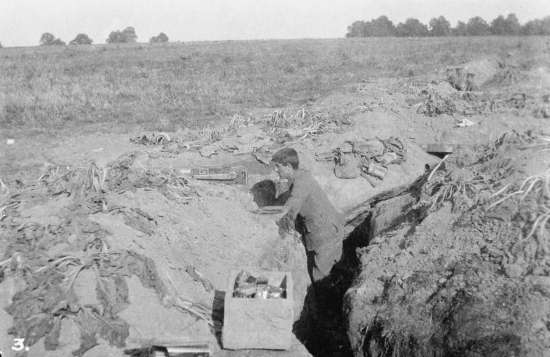 Poor allied trenches on the River Aisne, September 1914