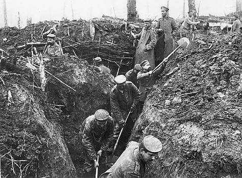 German trench diggers, World War One, date uncertain