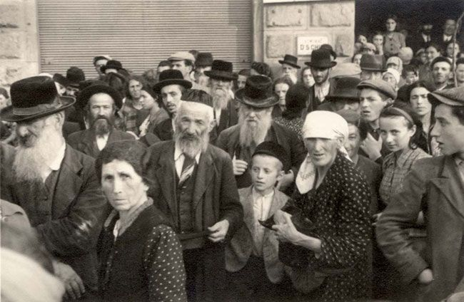 Jewish refugees on Eastern Front, date and place uncertain.