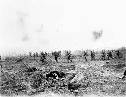 Canadian troops attack at Vimy Ridge, May 1915.