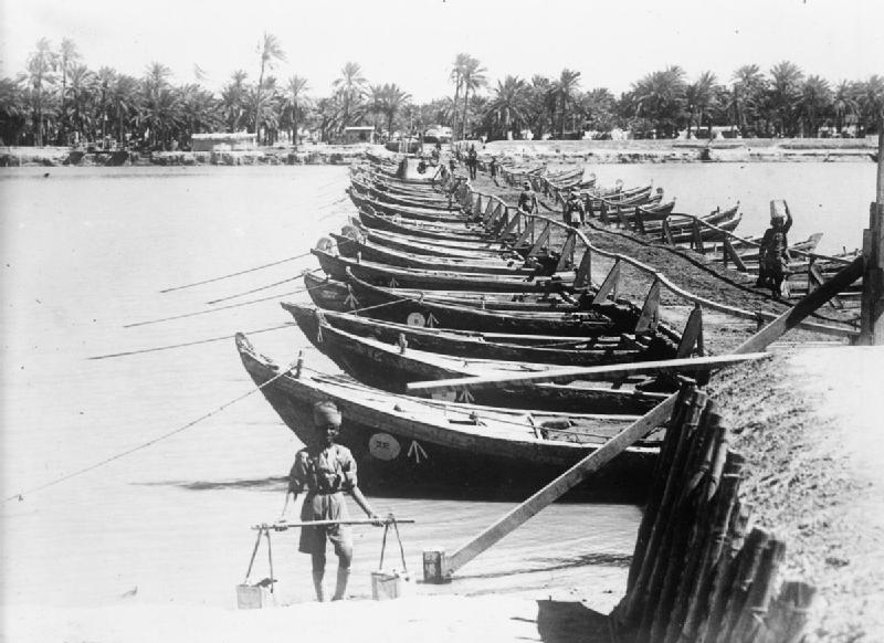 A British boat bridge at Nasiriya on the Euphrates, summer 1915.