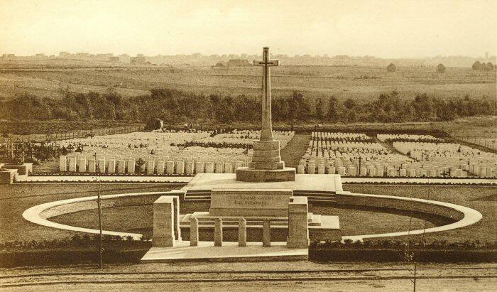 The cemetery at the site of the Hooge crater.