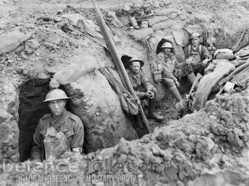 Allied troops in their trenches, battle for Gallipoli, August 1915.