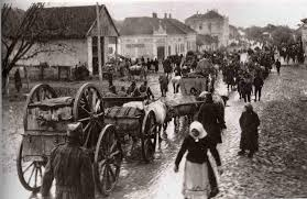 Civilians fleeing the fighting on the Eastern Front, date and place uncertain.