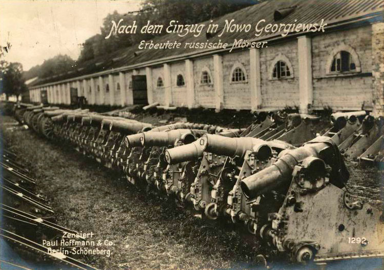 Russian cannon captured by Germans at Novo-Georgievsk, August 1915.