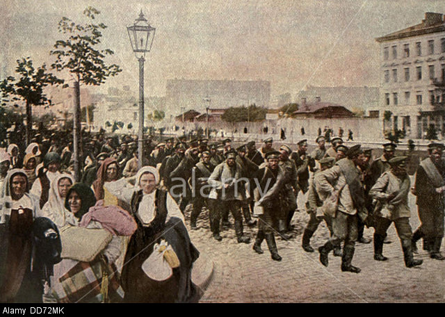 Russian troops and civilians retreat under German attack on Eastern Front, summer 1915.