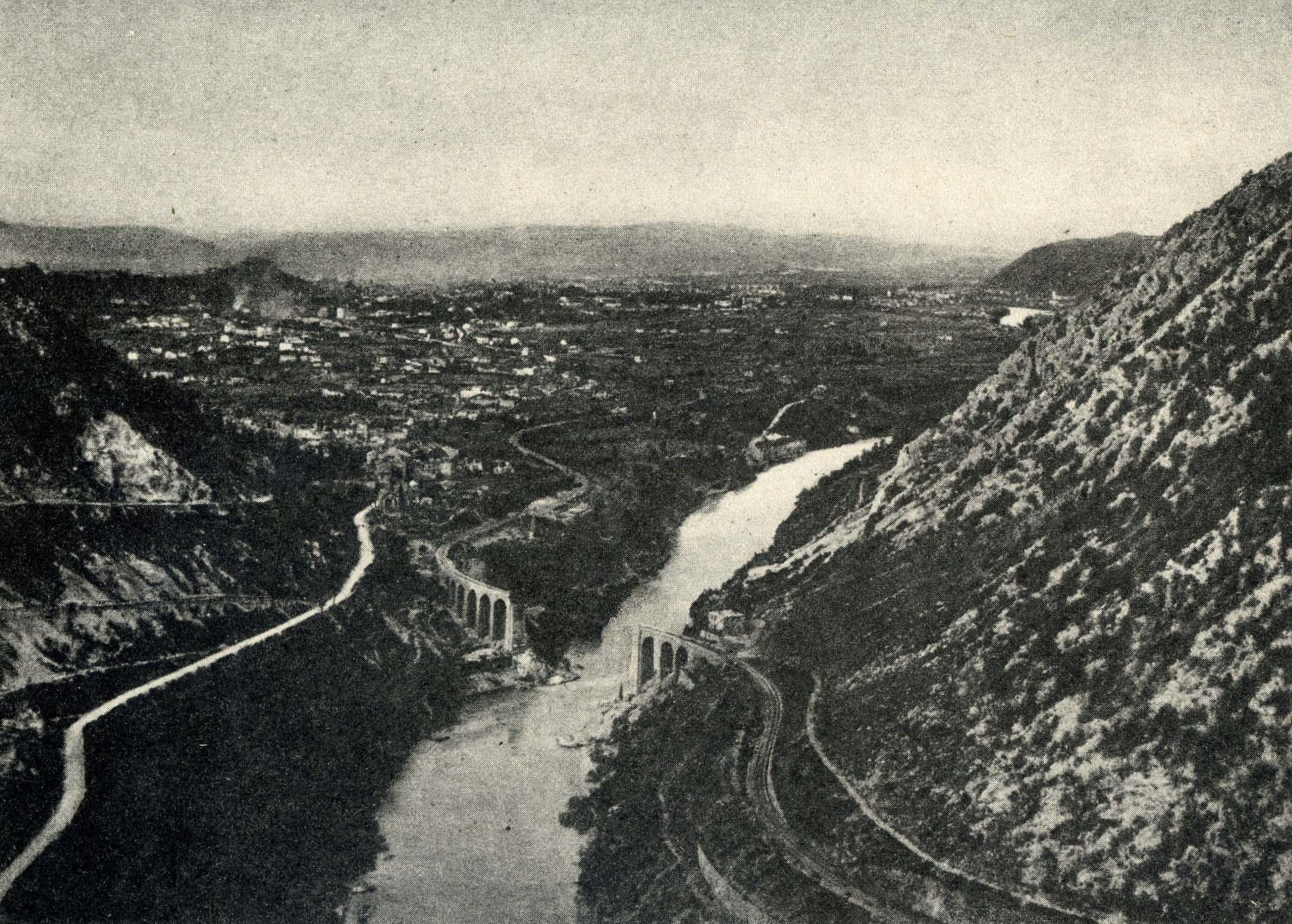 The Isonzo River valley, detonated bridge, date uncertain.