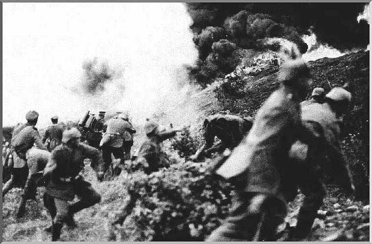 German troops go on the attack at the battle of Verdun, February 1916.