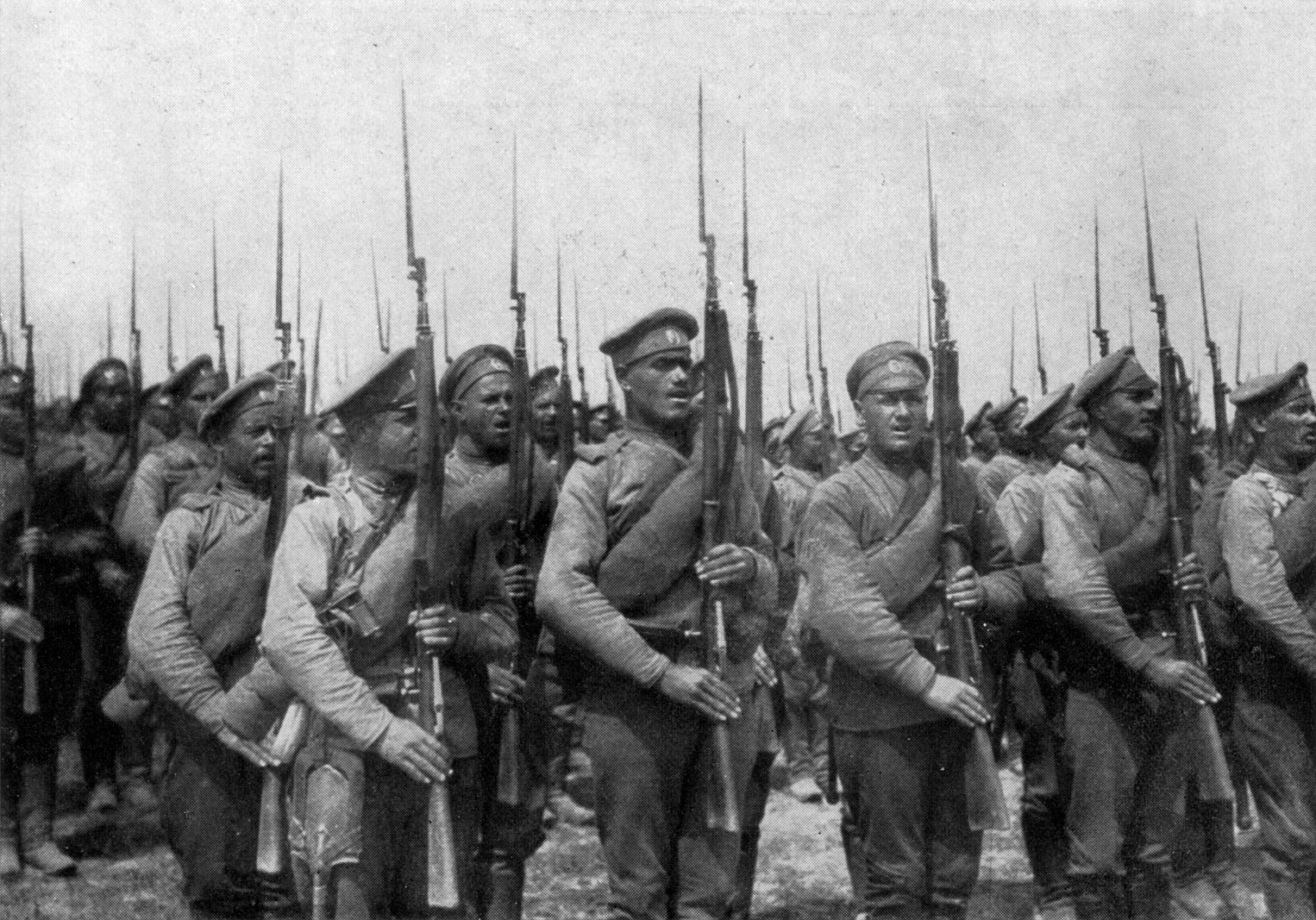 Russian soldiers preparing for Brusilov offensive.