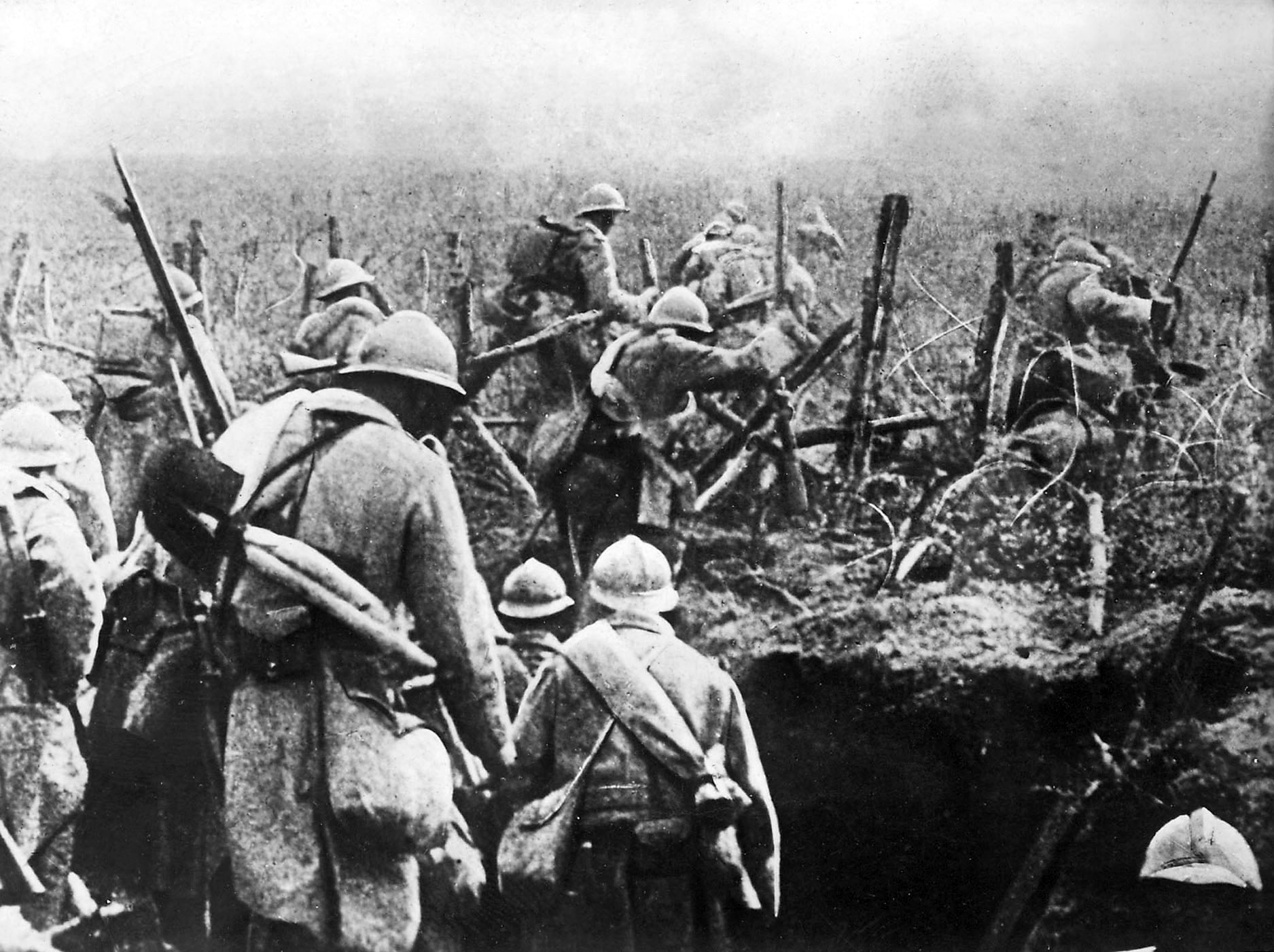 French soldiers in the Verdun trenches, 1916.