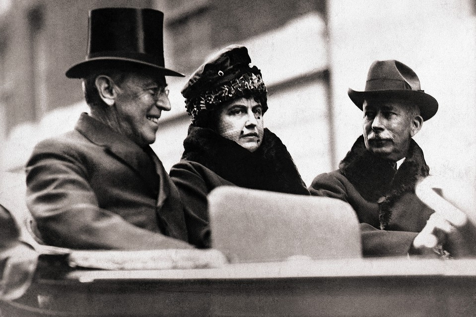 Col. House (right) with President and Mrs. Wilson.