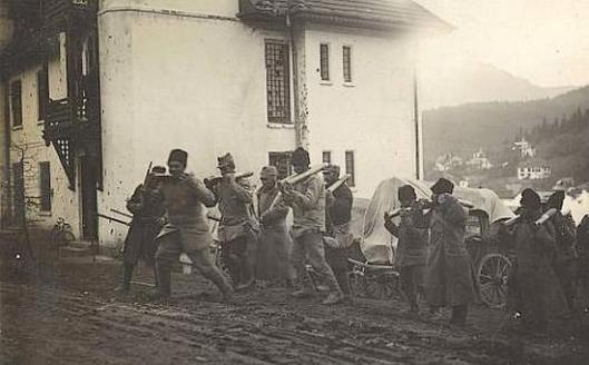 Romanian prisoners carrying artillery shells for occupying German troops, 1916.