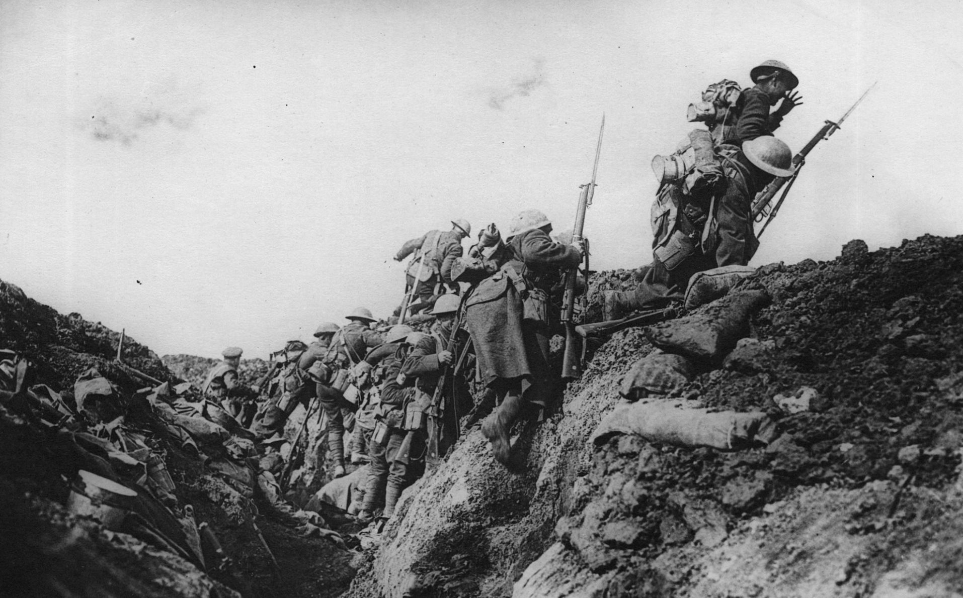 Canadian troops attack at Vimy Ridge, April 1917.